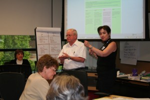 Carol Linden and Walter Smith leading a discussion at the SpeadReading People workshop at SAS in May 2008